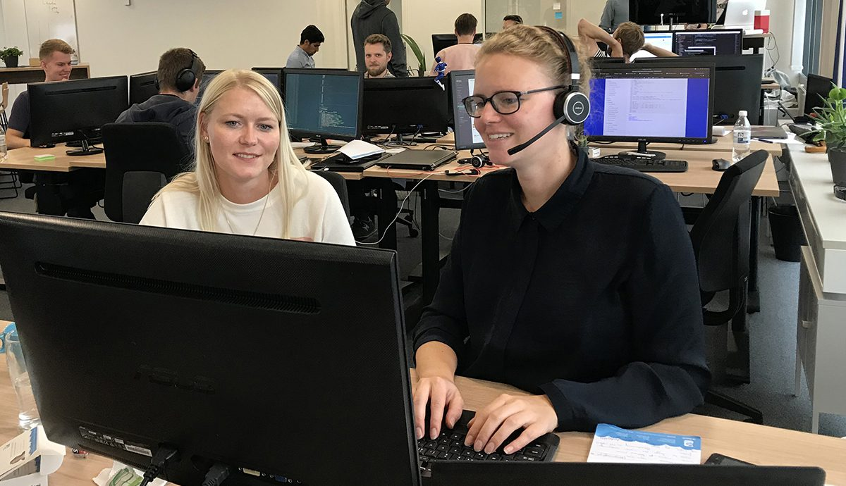 The experienced support of Hr-on Cecillie Falk helps a new employee